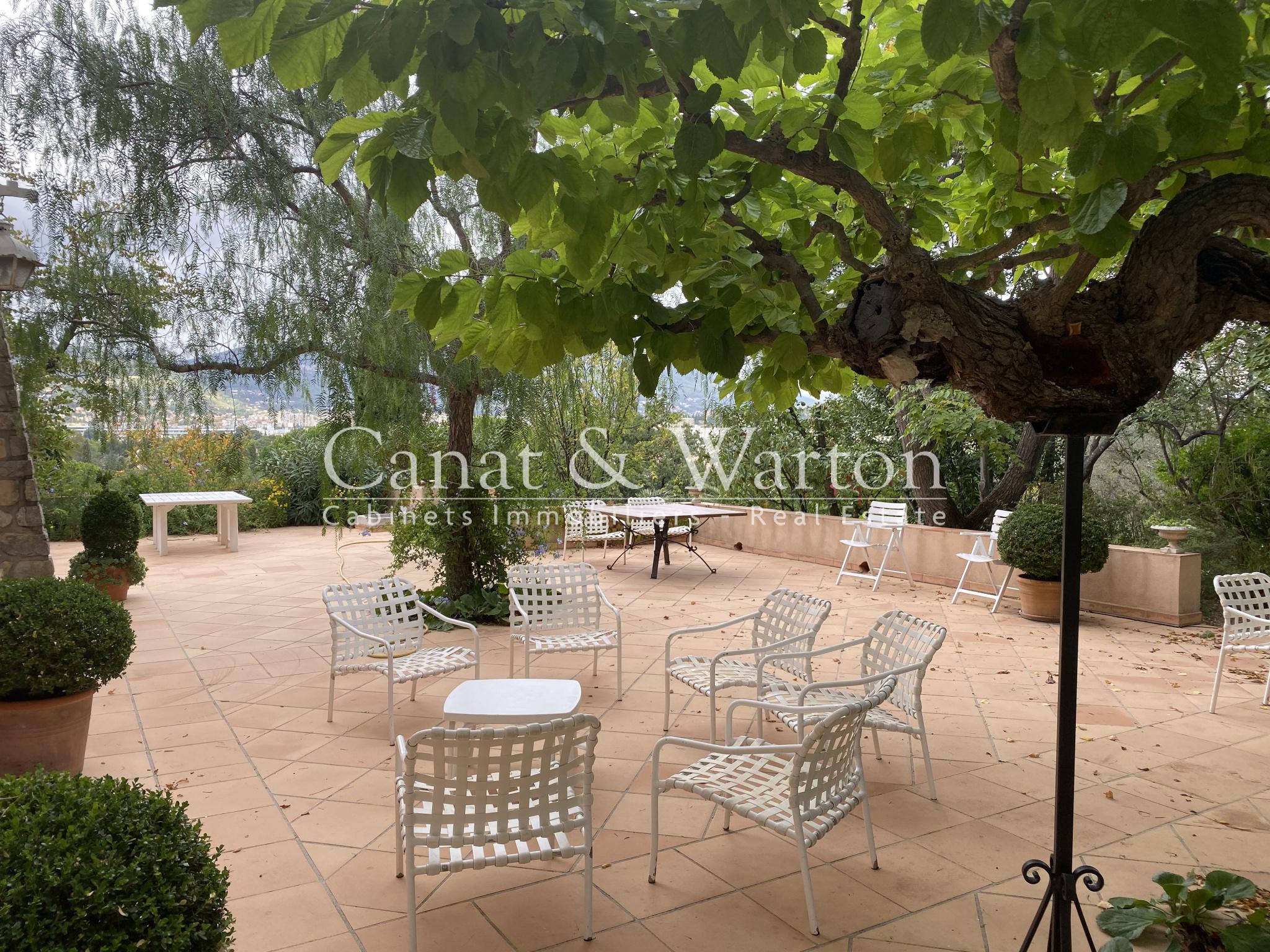 Vente Grande Maison Familiale 8 chambres Toulon Cap Brun Toulon - maison / villa à vendre Toulon